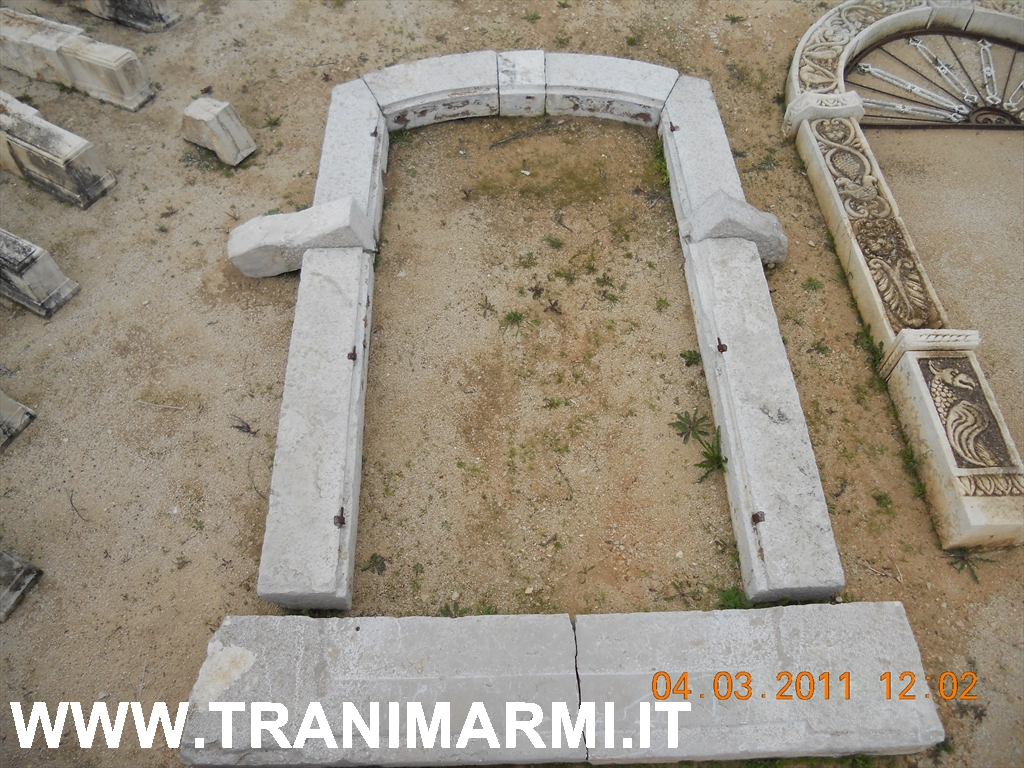 Camino in pietra di trani: pareti in pietra naturale e ...